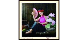 Tranh đính đá Thiếu nữ bên sen (khổ nhỏ) ✅60x60 cm -️ VS337